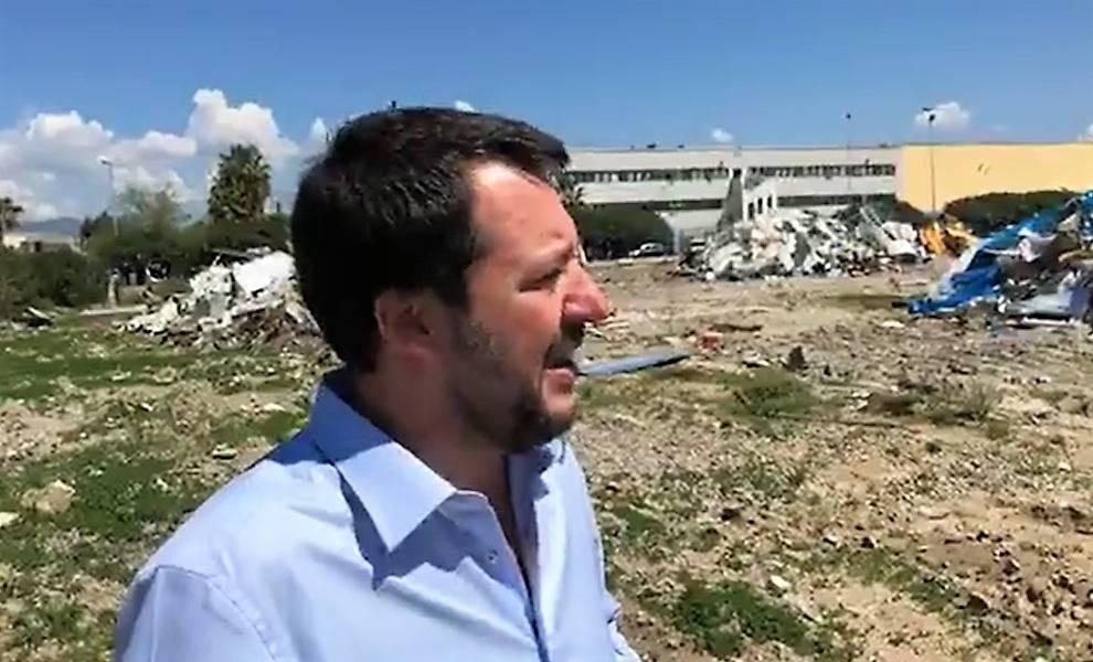 Salvini nella vecchia baraccopoli di San Ferdinando
