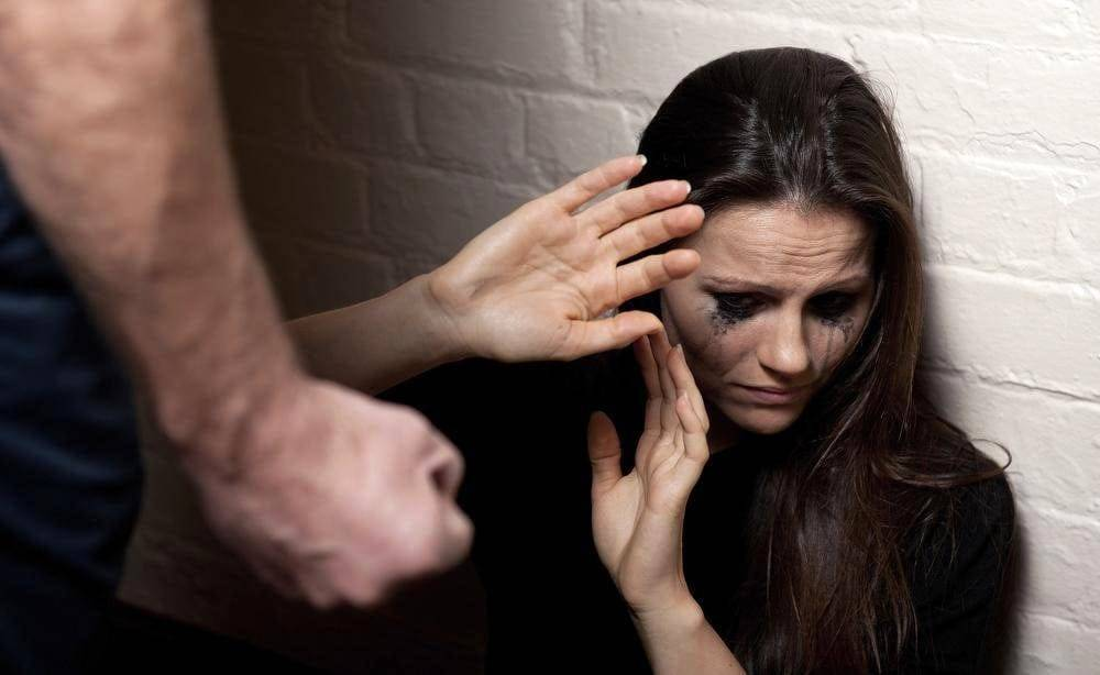 Caserta, violenta ragazza 13enne da quattro anni, arrestato romeno