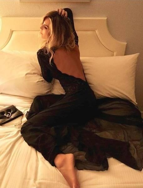 Elenoire Casalegno incanta Instagram in abito lungo