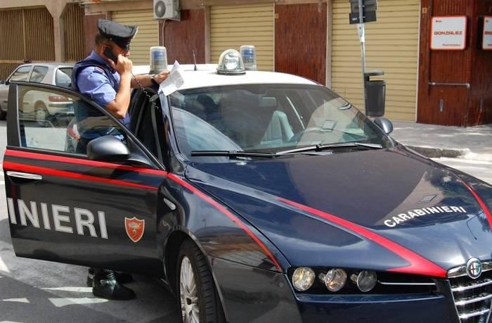 Tre turiste rubavano antenne dalle auto in sosta
