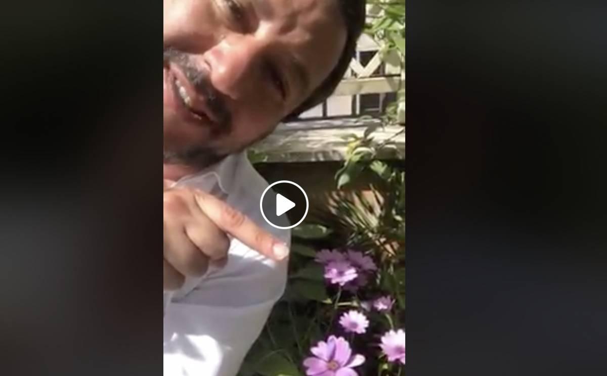 """Salvini: """"A chi ci vuole male rispondo con un fiore e bacioni per tutti"""""""