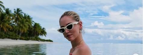 Chiara Ferragni è hot in Polinesia. I fan criticano il bagno senza veli dell'influencer