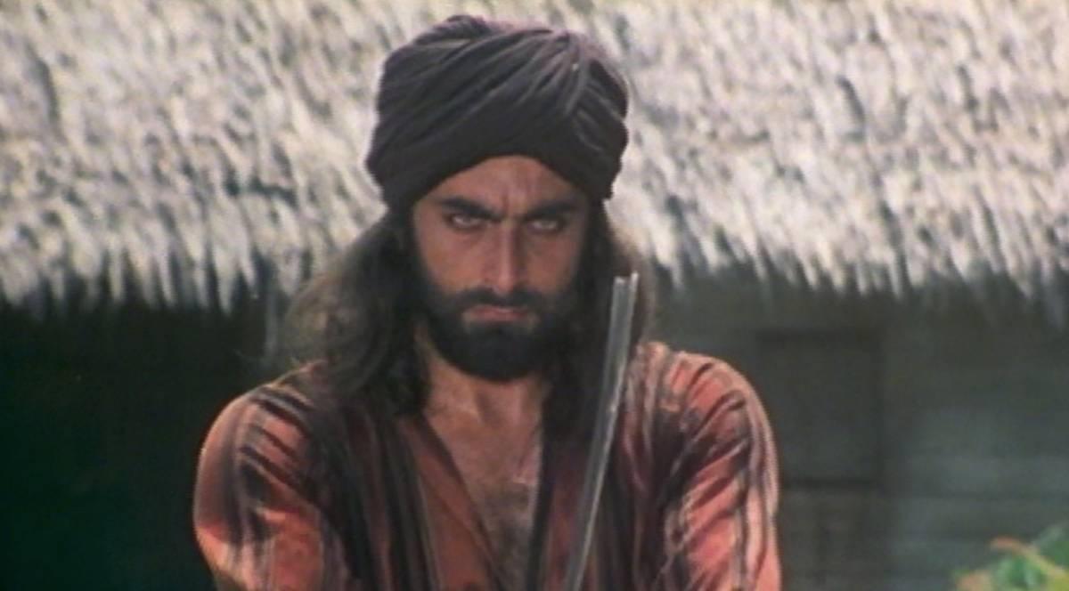 """Gira con una baionetta in strada e dice: """"Sono come Sandokan"""""""
