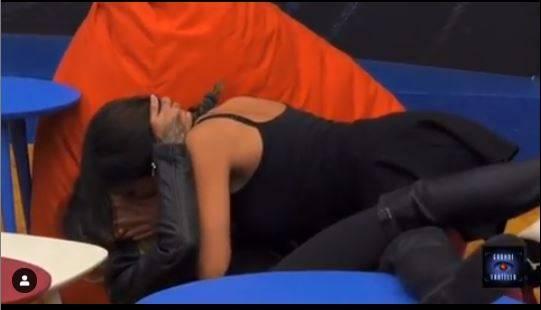 Gf, Francesca De André e Erica si baciano sulle labbra