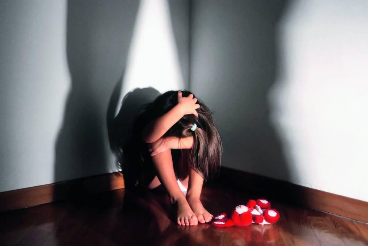 Violentata dal nonno e dal padre: l'incubo per la bimba a 9 anni