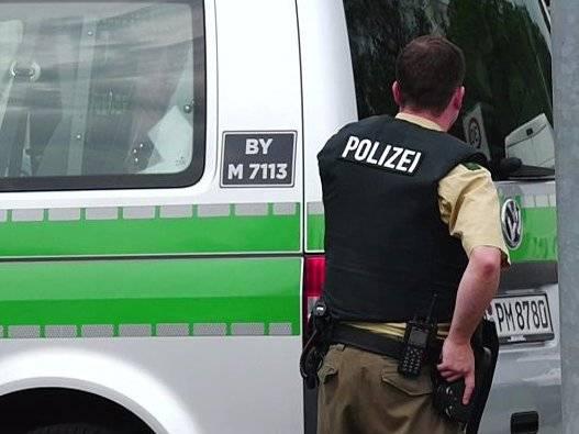 Amburgo, auto irrompe in un centro commerciale: 9 feriti