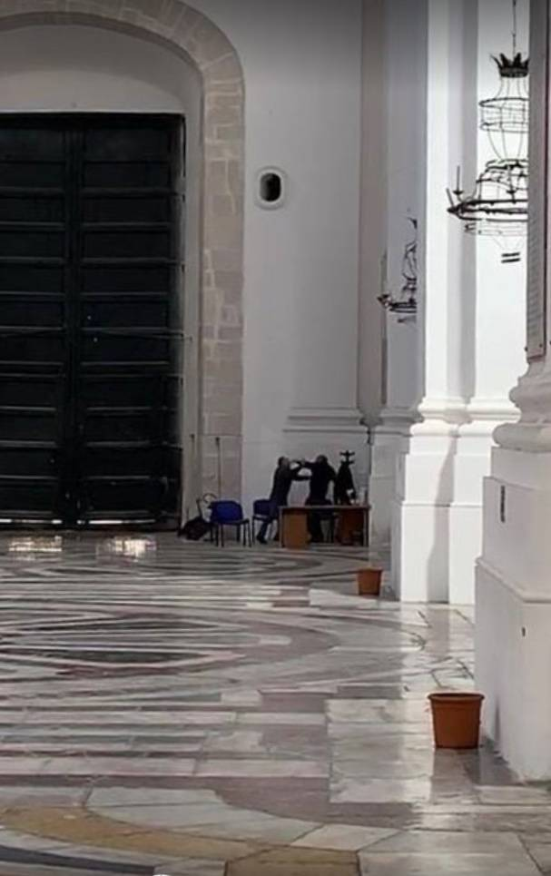 Catania, botte da orbi tra i custodi di una chiesa