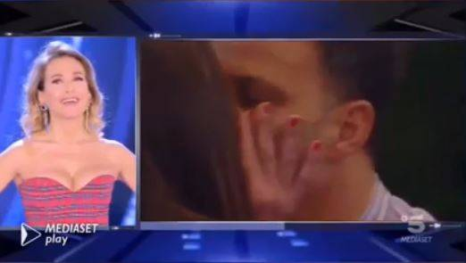 """Gf, Ambra fa una sorpresa a Kikò: """"Mi manchi"""". E lo bacia sulle labbra"""