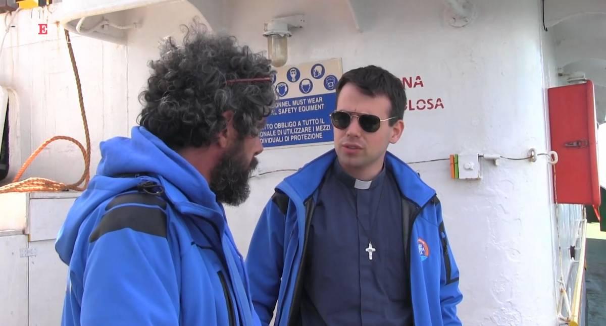 """""""Il Vangelo è tra i migranti"""": la Chiesa sale sulla Mare Jonio"""