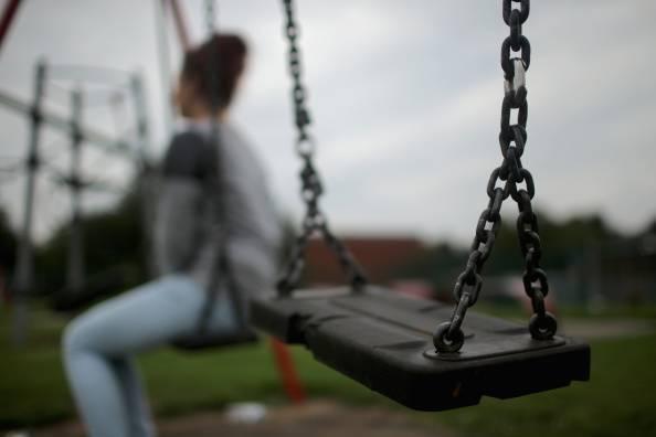 Fano, si spoglia davanti a una 13enne poi fugge: fermato afghano