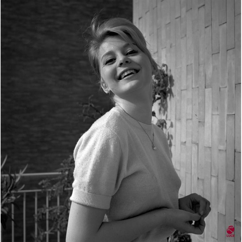 Alessandra Panaro, morta a 79 anni l'attrice di 'Poveri ma belli'
