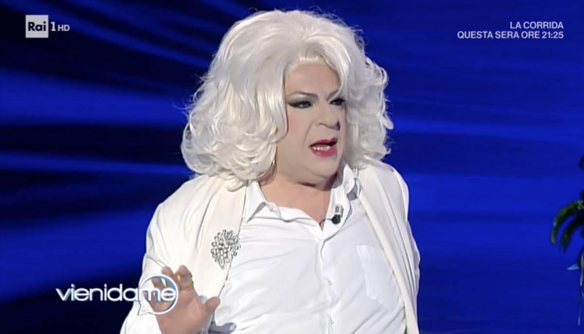 """Sfogo duro di Platinette: """"Nuova legge contro l'omofobia? Ecco perché è una p... colossale"""""""