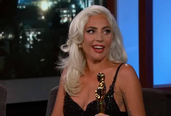 """Lady Gaga: """"Non mi rado le gambe da giorni..."""""""