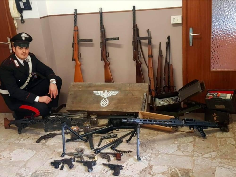 Brescia, vendevano armi naziste al mercato: condanne per 14 anni