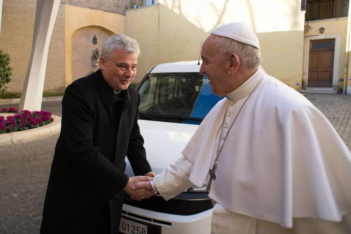 Blitz dell'elemosiniere del Papa: sblocca il contatore agli abusivi