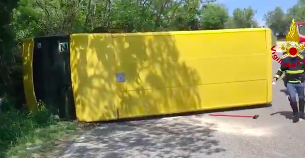 Padova, scuolabus si ribalta: feriti 7 bimbi, l'autista romeno era ubriaco