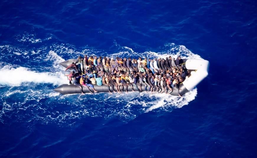 Il gommone mostrato sul tweet della Sea Watch