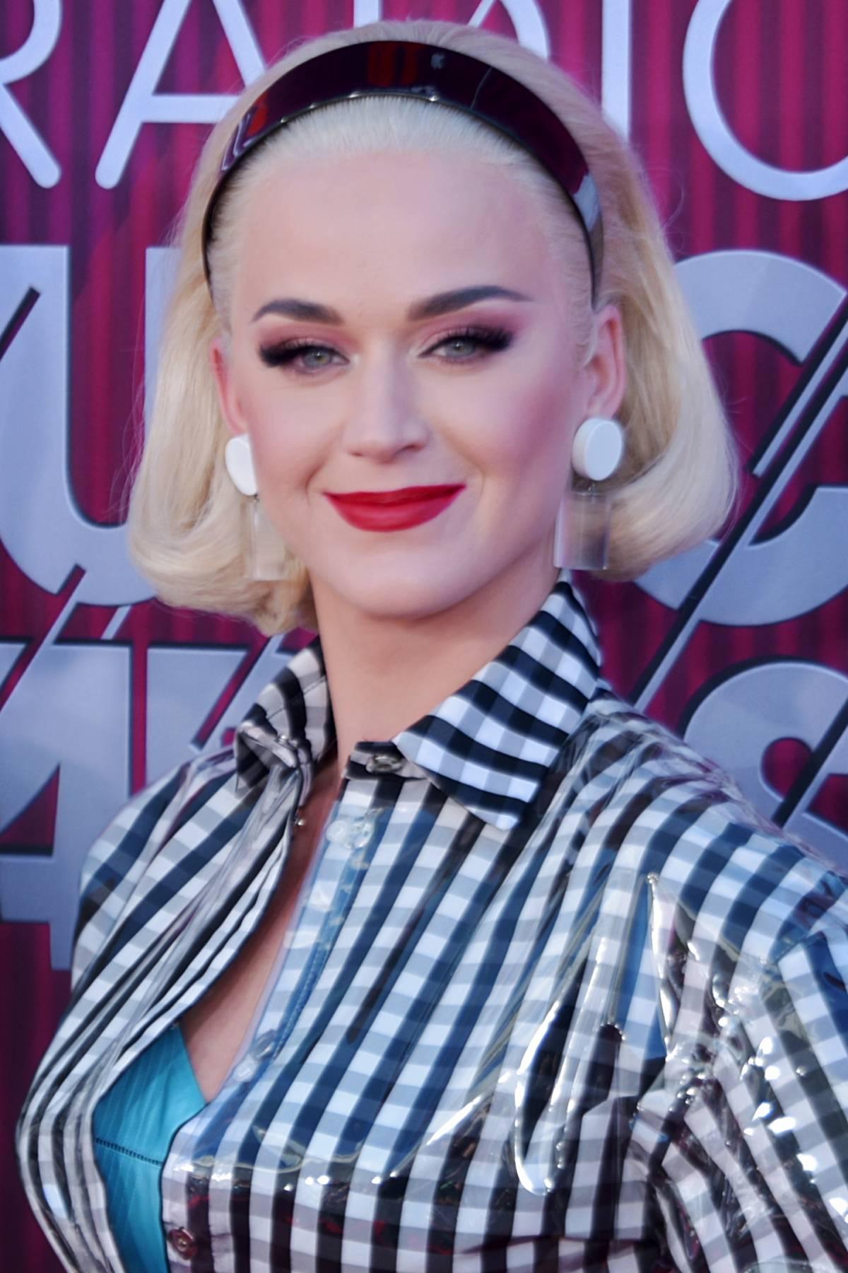 Pace fatta tra Katy Perry e Taylor Swift: dei biscotti mettono fine ad anni di litigi