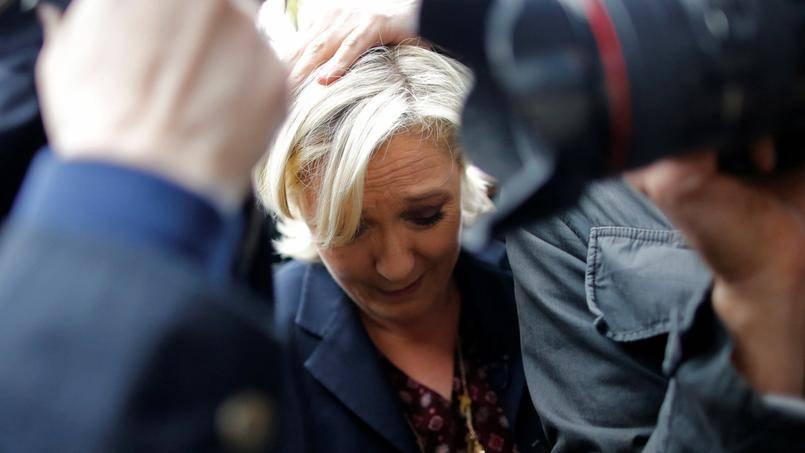 Marine Le Pen rinviata a giudizio per aver pubblicato foto dell'Isis