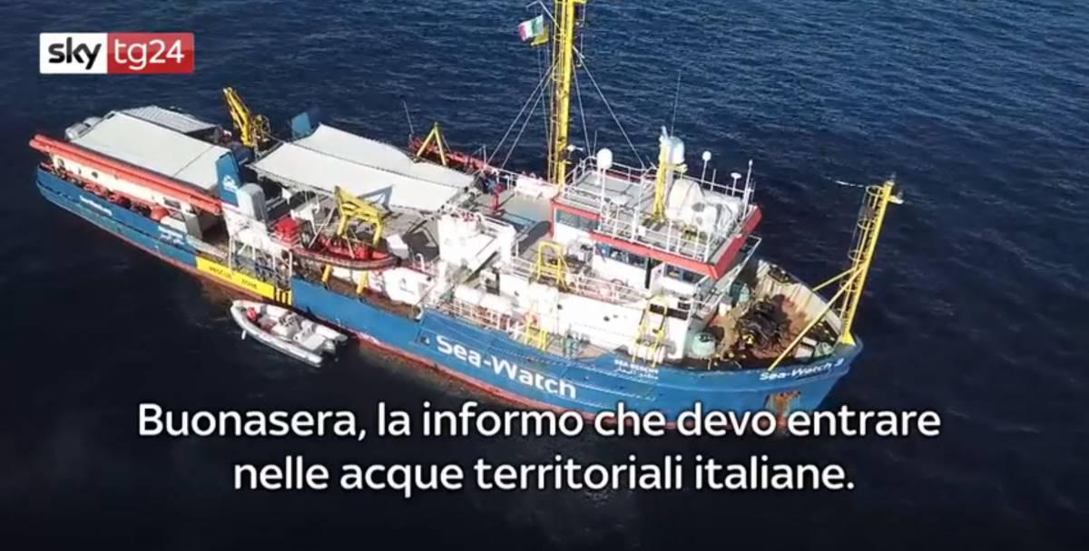 Sea Watch resta al largo di Lampedusa. Nella notte evacuati due migranti