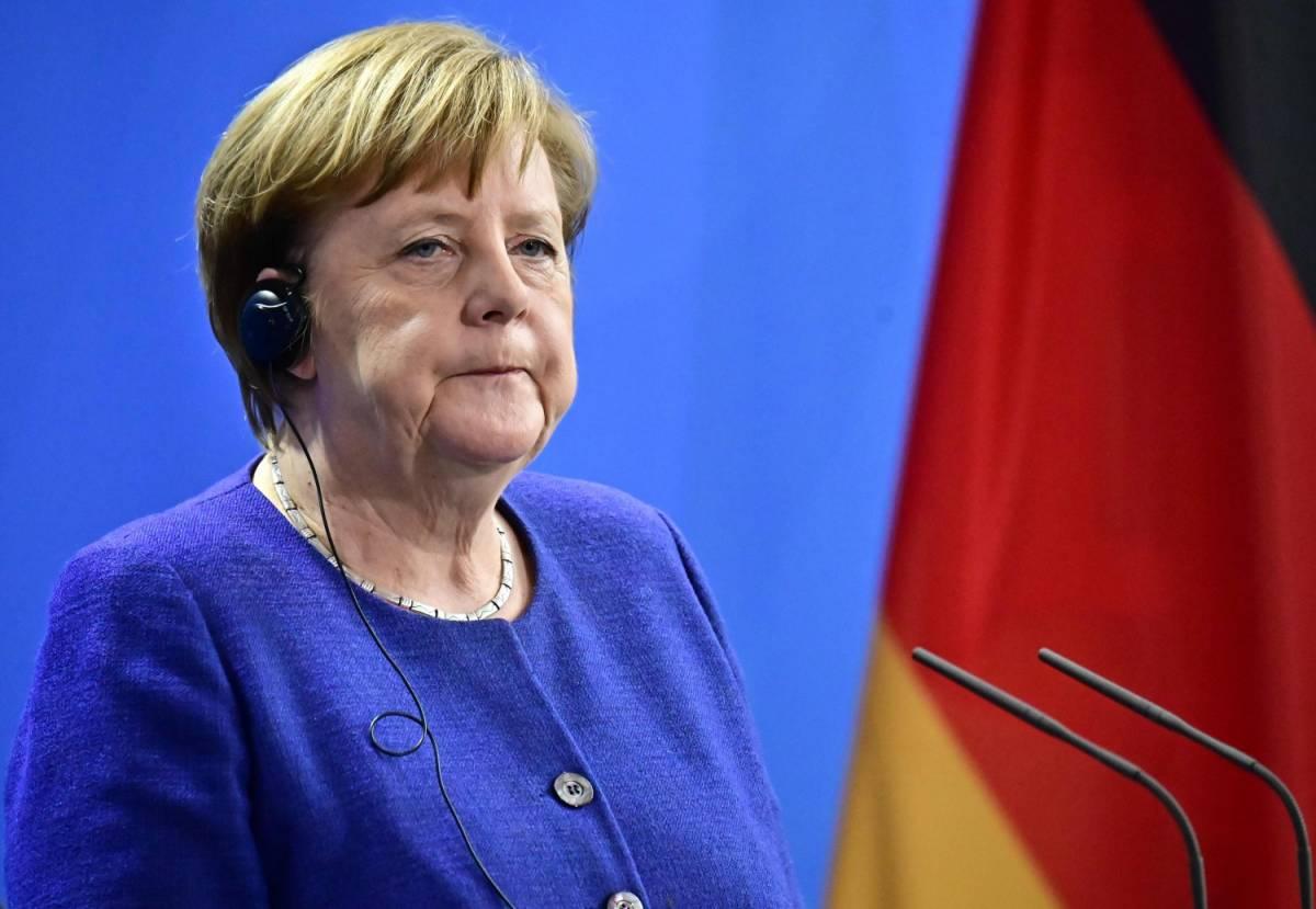 Germania, la Merkel modifica in senso restrittivo le norme sulla cittadinanza