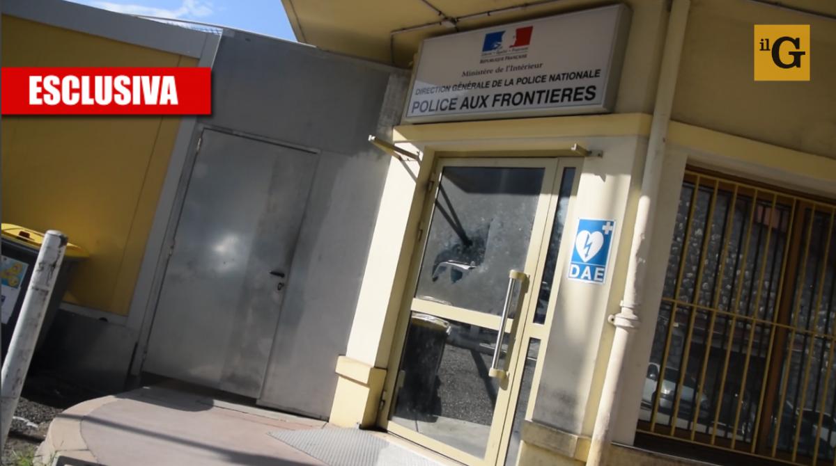 """Ecco l'accoglienza di Macron: """"Migranti chiusi nei container"""""""