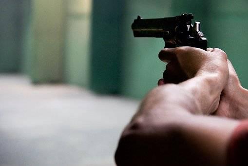 Albanese licenziato minaccia la titolare con una pistola