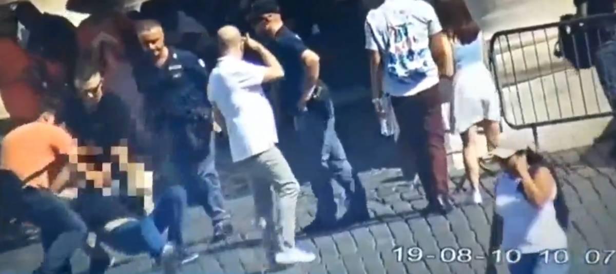"""""""Allah Akbar"""" e prova a darsi fuoco: iracheno fermato in piazza San Pietro"""
