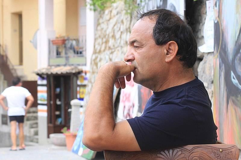 Mimmo Lucano, il divieto di tornare a Riace per dire addio al padre
