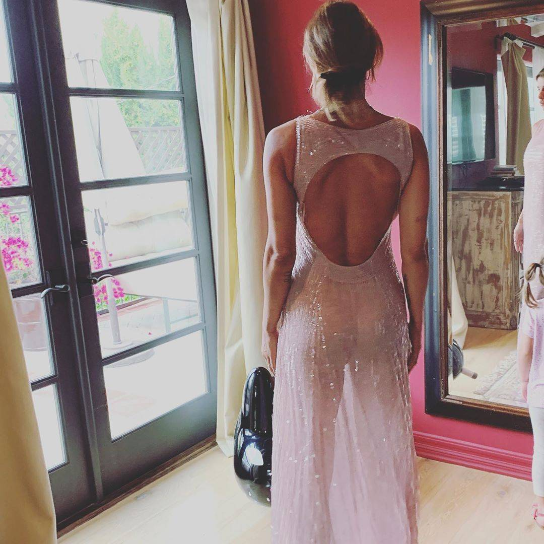 Elisabetta Canalis sempre più hot: il vestito è trasparente