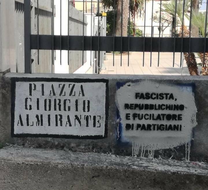 """Castellamare, scritte contro Almirante. Meloni: """"Il suo ricordo mai scalfito"""""""