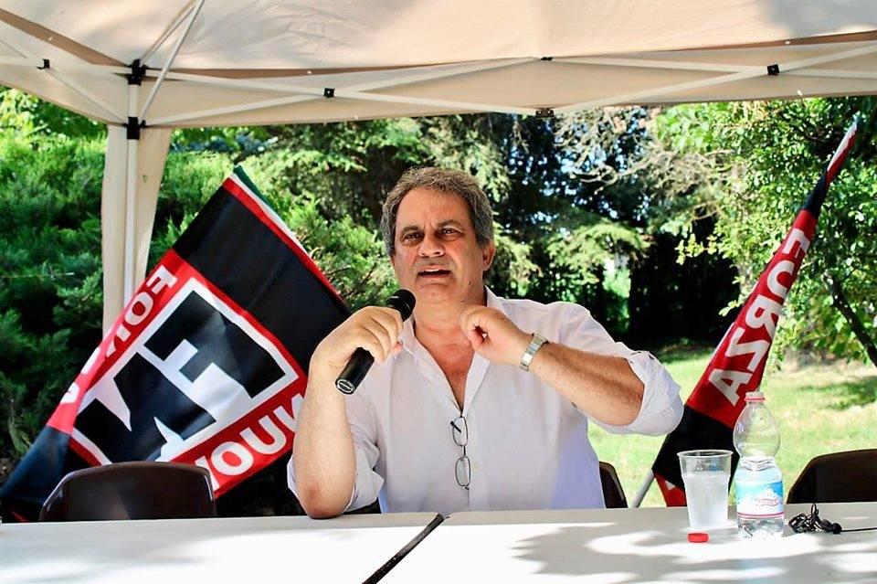 """Pizzarotti: """"Manifesta solo chi è antifascista"""". E Forza Nuova lo denuncia"""