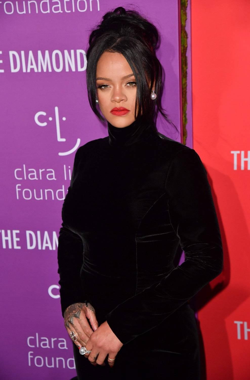 """Rihanna rifiuta di esibirsi al Super Bowl: """"Troppo impegnata"""""""
