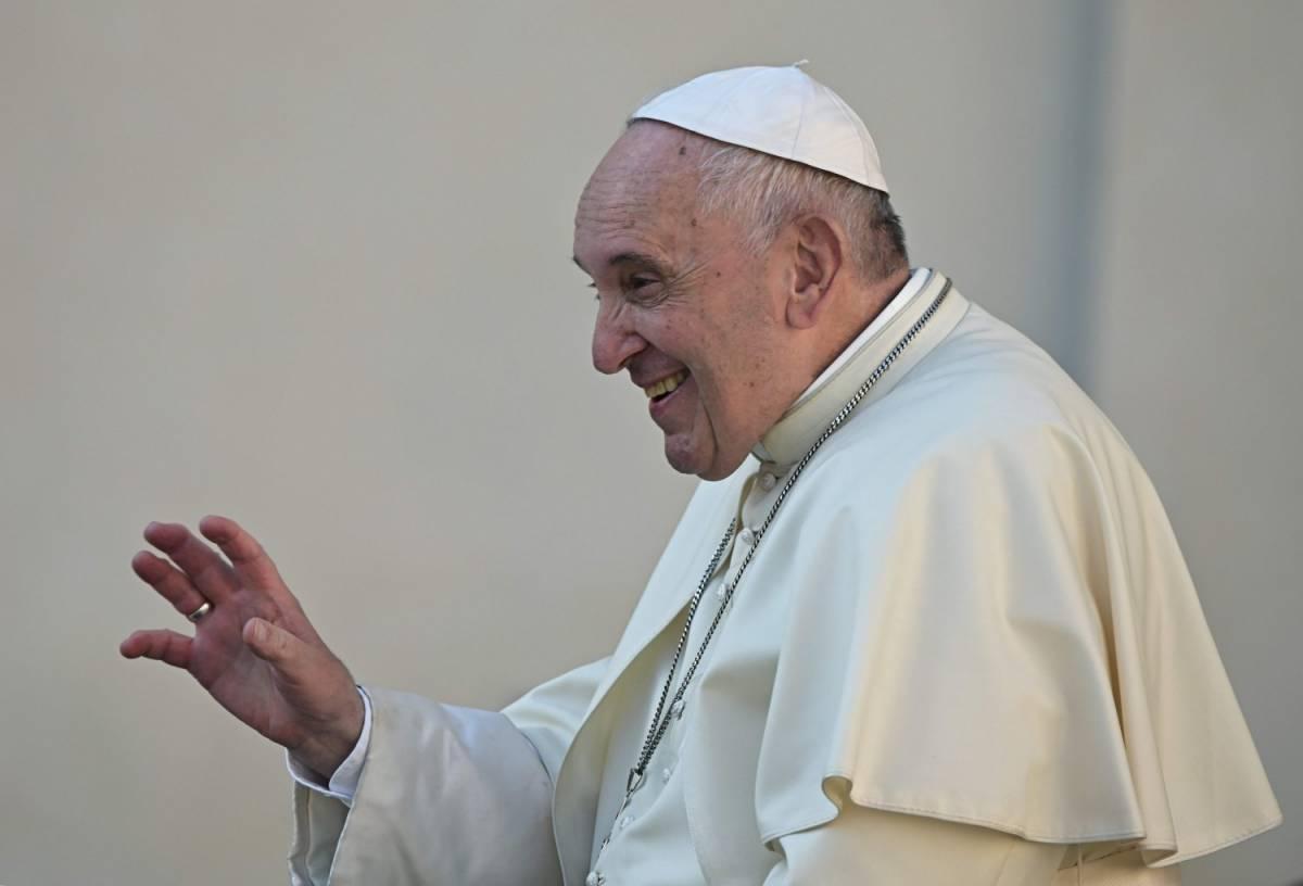 Il Papa e il rosso da 70 milioni Tagliati anche gli ascensoristi