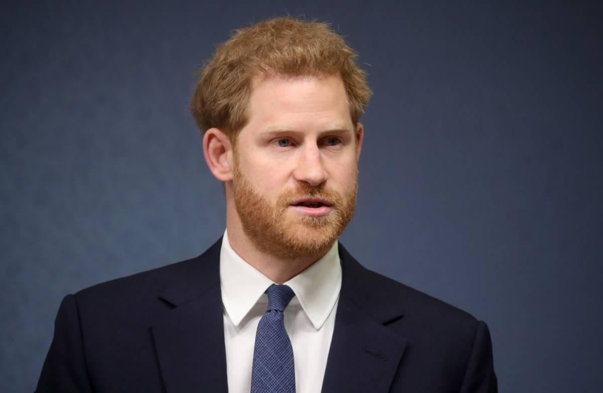 Immagine choc del principe Harry, BBC si scusa per servizio su neonazismo