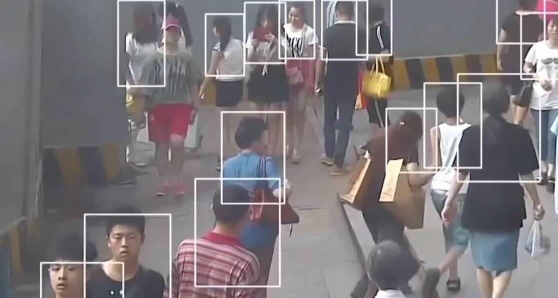 Cina, metro gratis in cambio della scansione del volto