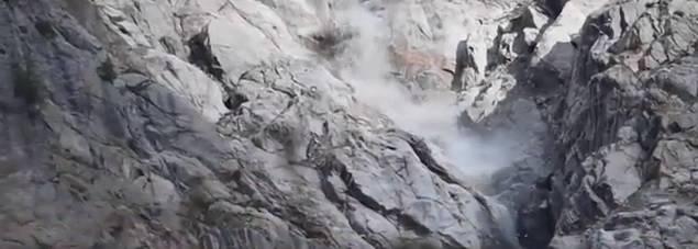 Primi crolli sul ghiacciaio del Monte Bianco: arriva un radar per monitorarlo