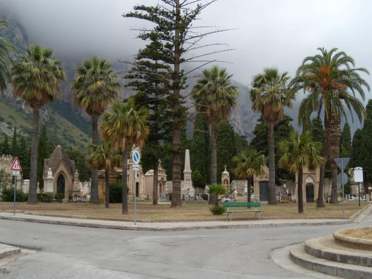 A Palermo vietato morire: non ci sono più loculi per le tumulazioni