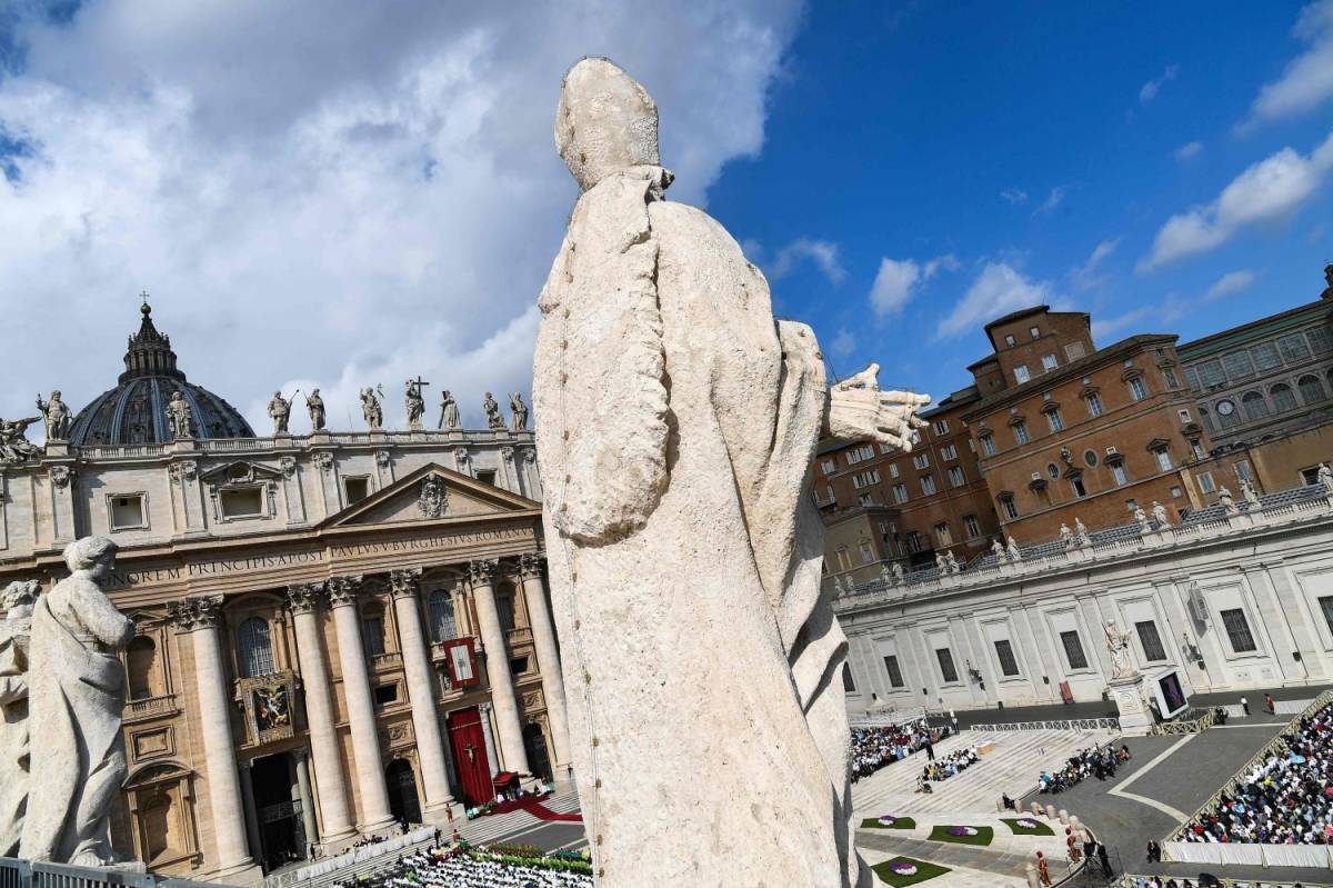 Scandalo in Vaticano:  i milioni della carità usati per investimenti