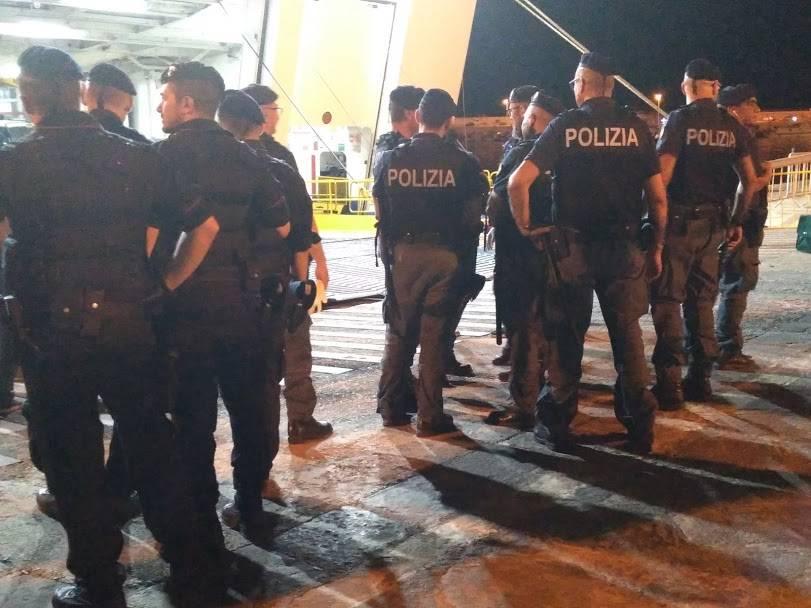 """Sbarchi in aumento, la denuncia dei poliziotti: """"Colleghi contagiati dalla tubercolosi"""""""