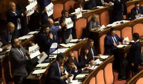 """Bagarre in Senato, la Lega a Conte: """"Presidente, lei è falso come il Parmesan"""""""