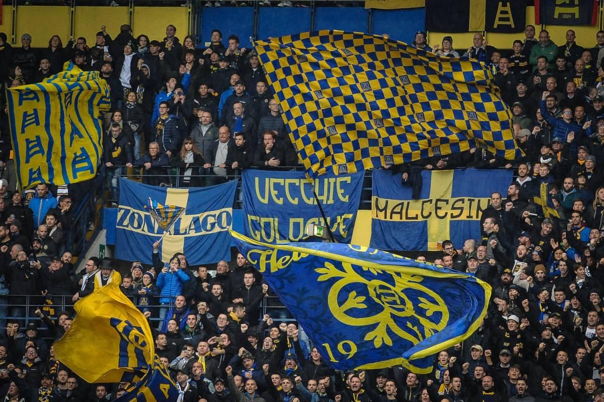 Hellas Verona, chiuso per un turno il settore poltrone Est per i cori contro Balotelli