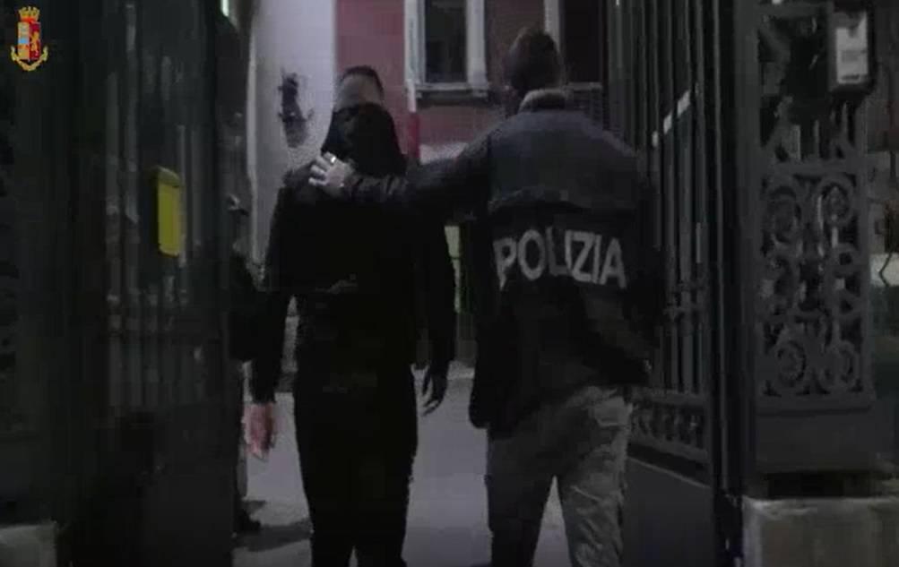 Le mani della mafia sulla movida: così imponevano i loro uomini ai locali