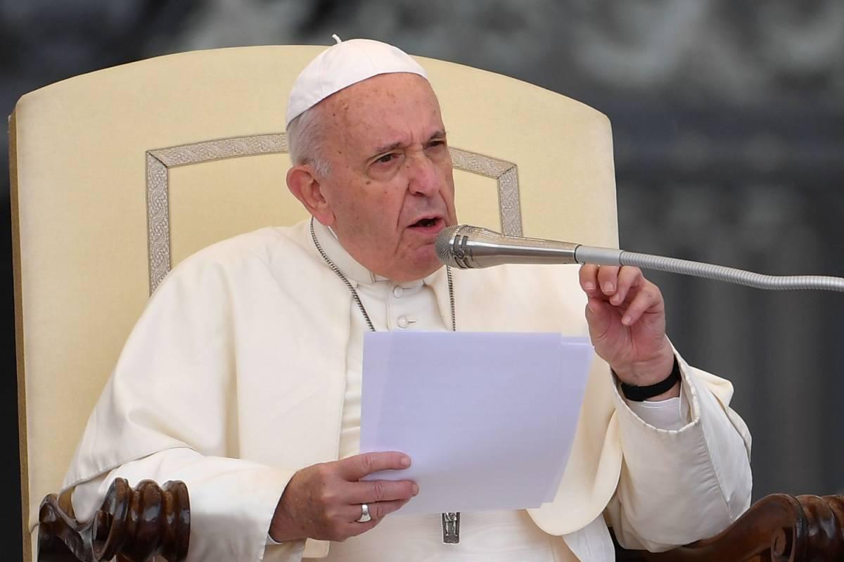 """""""Niente carne di maiale e vino"""". Così la Chiesa si piega a Islam"""