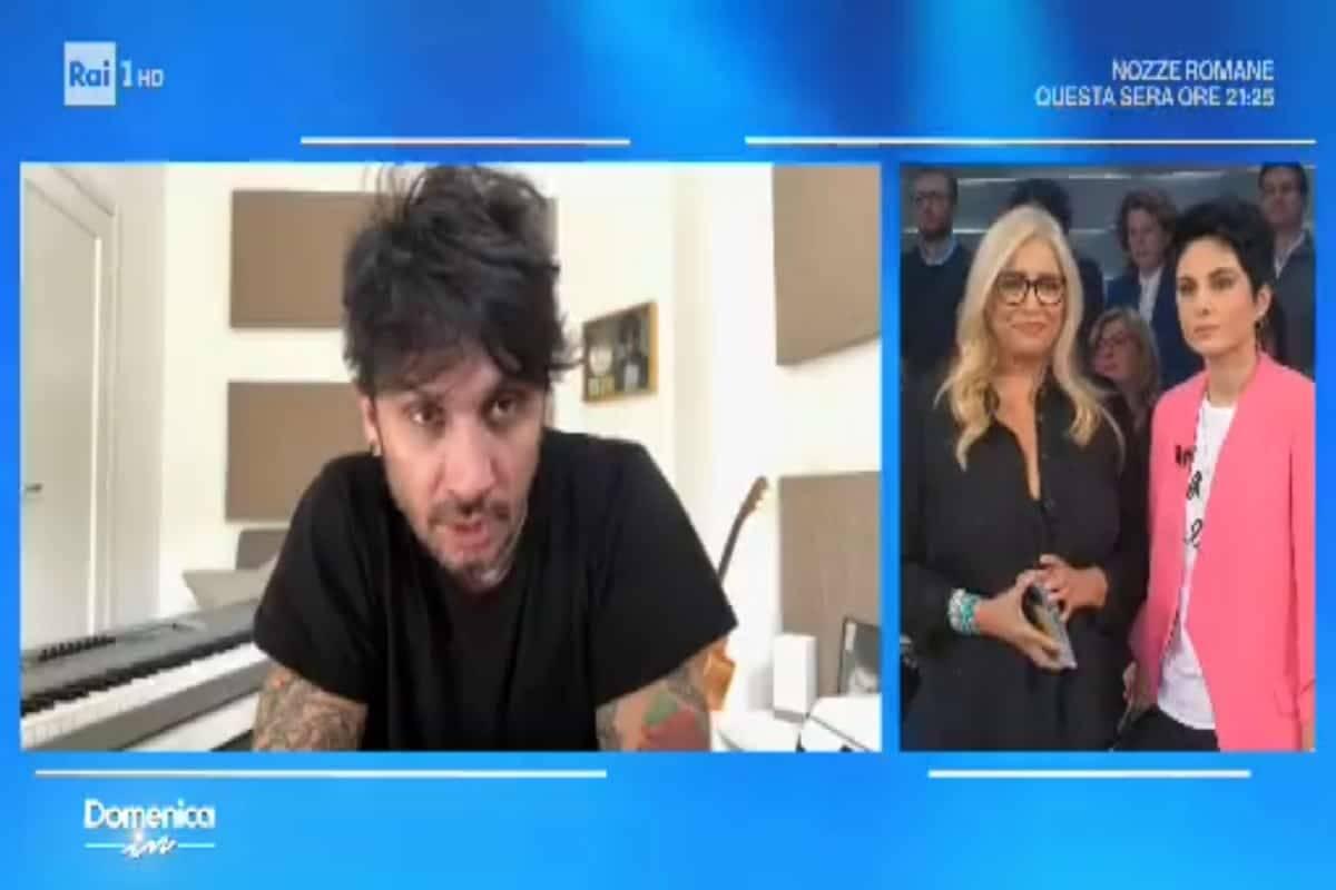 Fabrizio Moro assente a Domenica in: il cantante sta male e si scusa in un videomessaggio