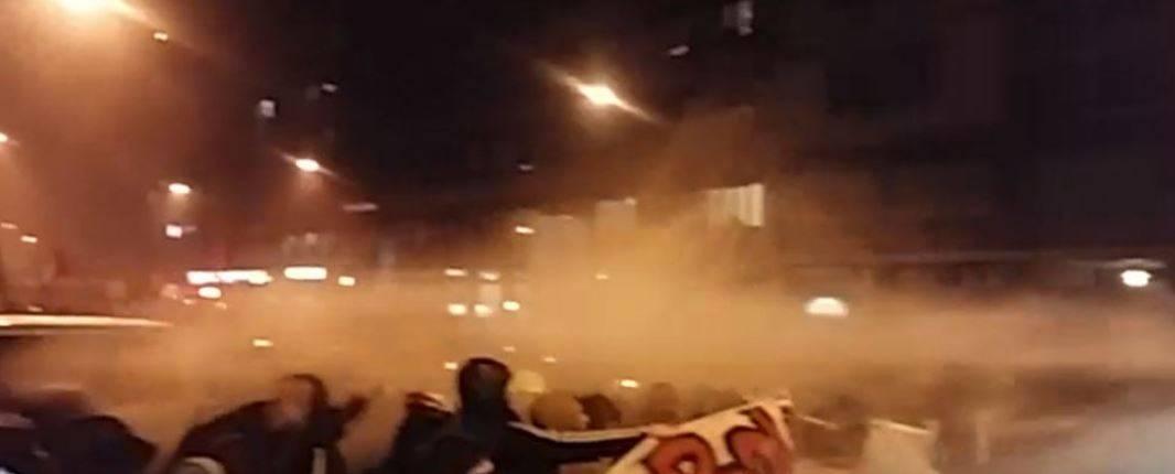 Gli antagonisti all'attacco per zittire Salvini a Bologna