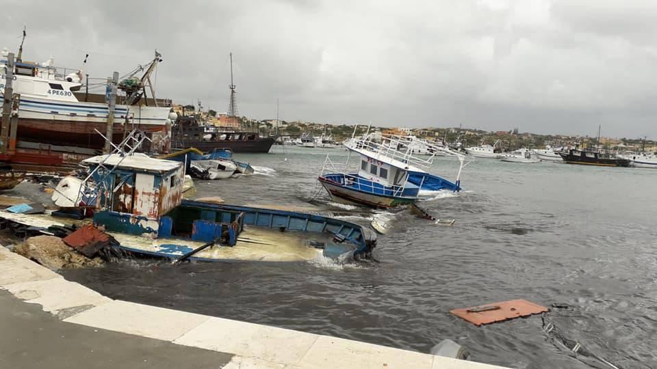"""Il grido del sindaco di Lampedusa: """"Porti chiusi? Solo alle Ong, non ai migranti"""""""