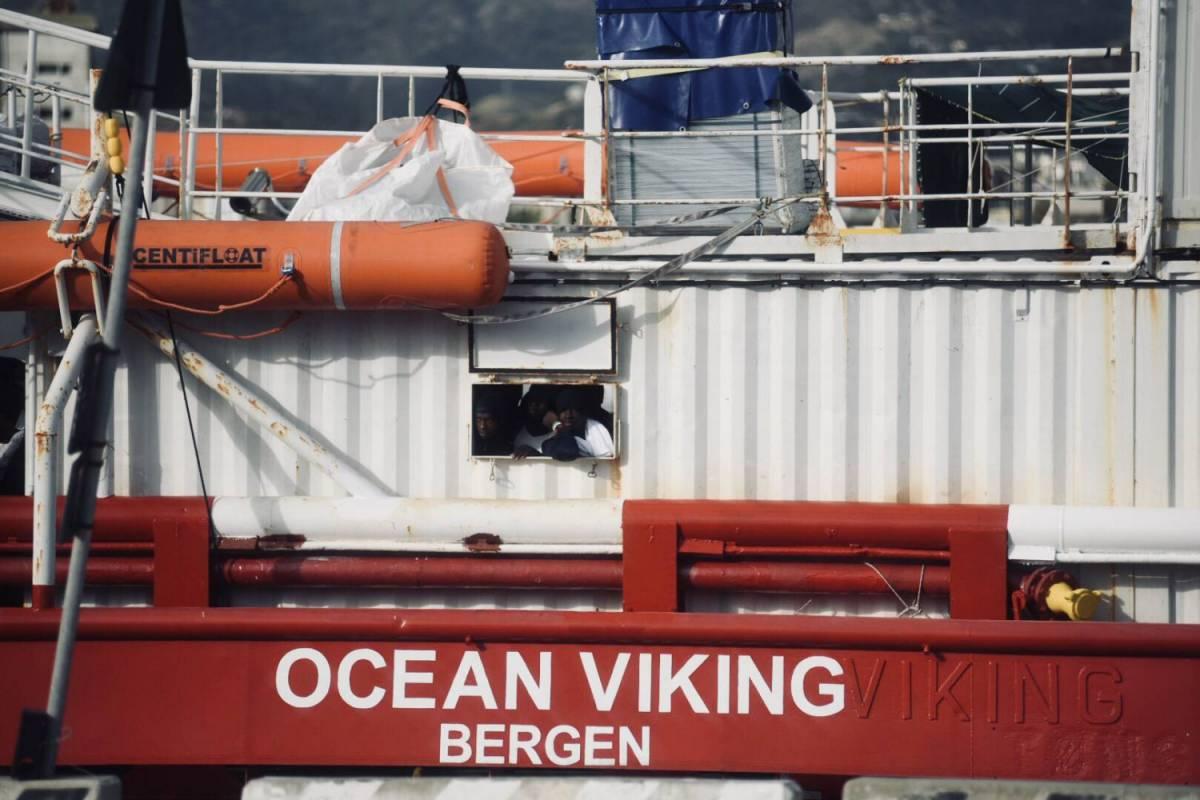 Migranti, Ocean Viking verso Taranto. E Salvini attacca il governo