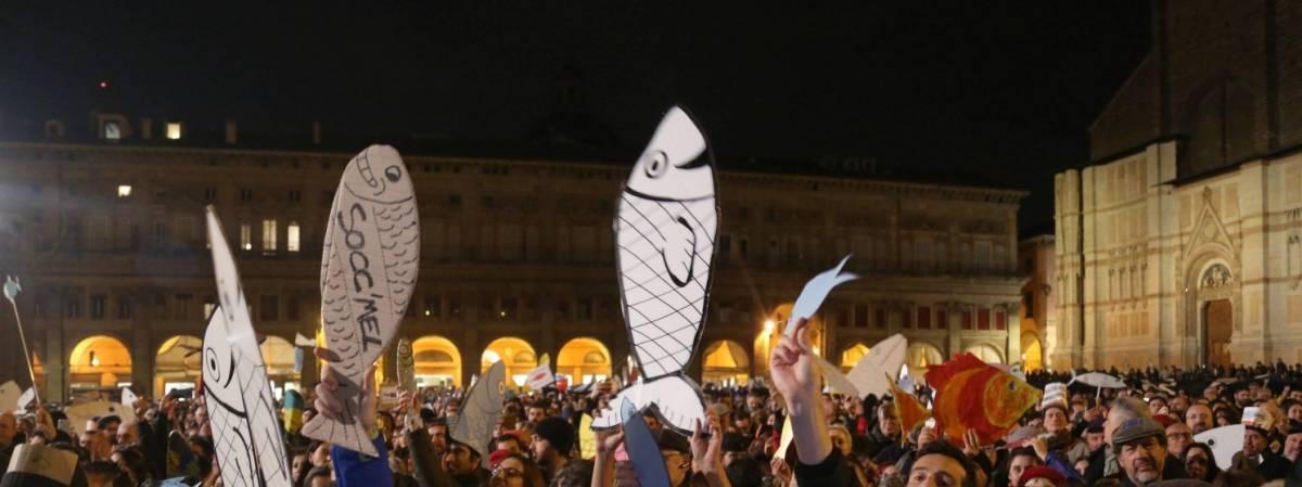 """""""A sprangate e piazzale Loreto"""": i commenti choc delle sardine"""