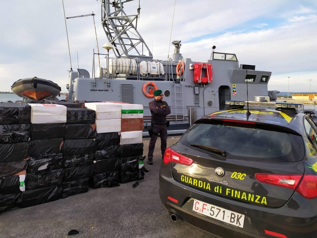 Contrabbando di sigarette dalla Tunisia a Palermo: 17 arresti